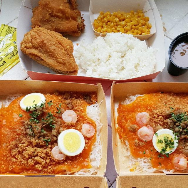 It's been way too long... Jollibee! 👅 Get in my belly!!! Yes, I'm obsessed with pancit palabok...