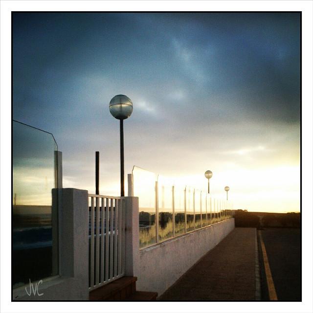 #dawn #lights #shadows #clouds #sky #menorca #nubes #cristal #farola #streetlight  #vaya #menorca #travel #viajar #traveling #viajes #isla