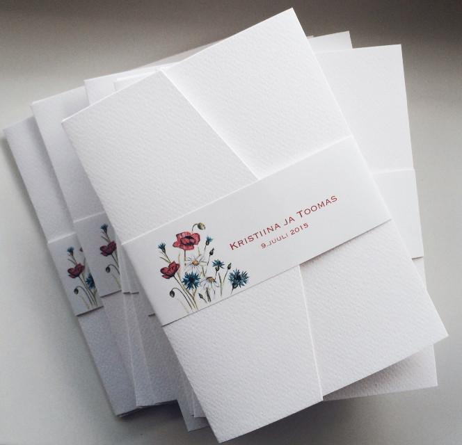 Very simple, hand drawn wedding invitations using Estonian national flowers- cornflower, daisy and poppy. #pencildrawing #weddinginvitations #customweddinginvitation #handmadeweddingstationery #свадьба #свадебныеприглашения #приглашениянасвадьбу #приглашенияручнойработы #пригласительныенасвадьбу #рисуноккарандашем #ромашки #маки #васильки #pulmakutsed #rahvuslik #lihtne #karikakrad #rukkililled #moonid #paperartist.eu #pulmakutsed.com