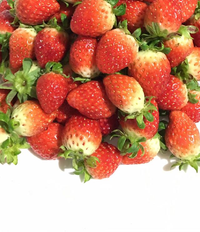 Strawberry are very yummy!! :) #korea