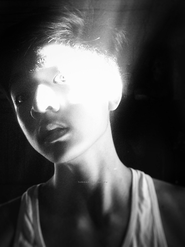 The light fading in soul...  Hello my dear friends!  The time is all most up! Go comment your questions  For me and i will answer It! Love you all!   #interesting #art #artisticselfie #selfie #editstepbystep #darkart #blackandwhite #noir #light