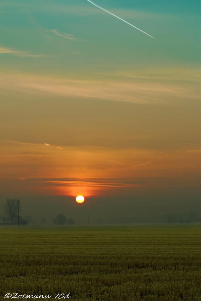 When dawn paints the world ! Quando l'alba colora il mondo ! #abbiategrasso #abbiatense #canon #canon_official #canonphotography #emanuelezogno #zoemanu #parcodelticino #country #cittaslow #top_lombardia_photo #lombardia_super_pics #volgolombardia #volgoitalia #milano_in #vivomilano #cyberlink #photodirector #lombardia #italy #terredilombardia #landscape #sunset #dawn #horizon #orizzonte #mattino #morning