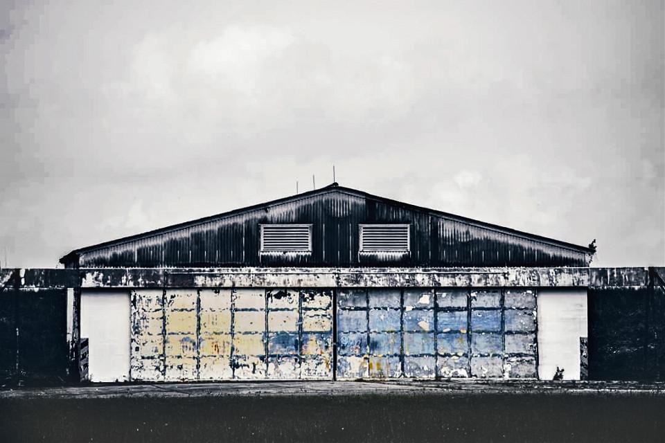 #colorsplash #blackandwhite #barn #colorful