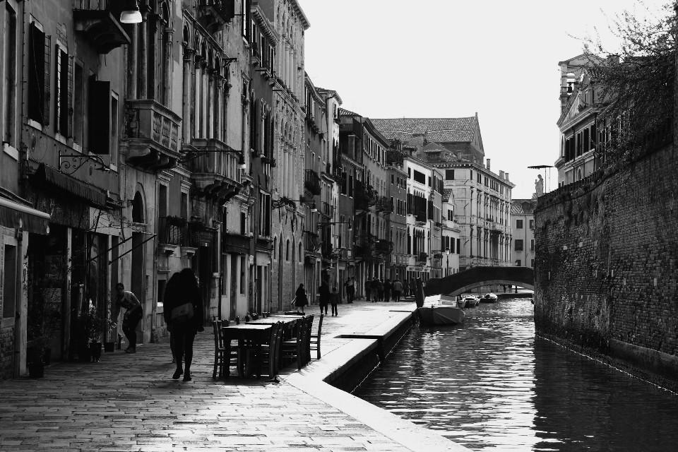 #blackandwhite #streetphotography #silhouette #water #venice