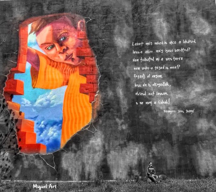 Awesome #wallart #budapest #splash edition 💥 Enjoy your Weekend Dear Friends 🙏 Miguel ALL in Photo Studio @allinphotostudio #interesting #inspiration #ios #art #street #streetart #hdr #black&white #blackandwhitephotography #colorsplash
