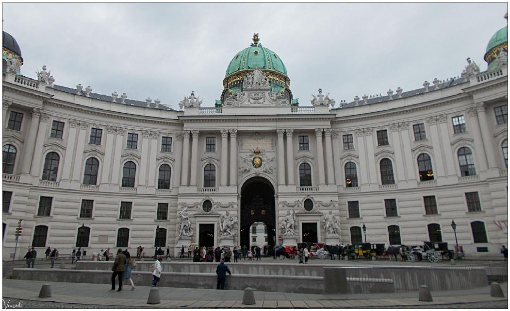 #vienna #wien #austria #hofburg #imperial #residence #dome #greendome #citytrip #citytripday1 #vvm #vvmphotography #architecture #buildings #emotions #photography #rain #citytrip #travel