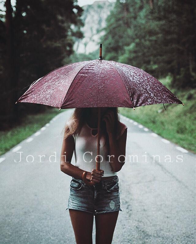 Follow my instagram @devonart_ . . . #interesting #art #people #rain #travel #photography #photo #photohistory #girl