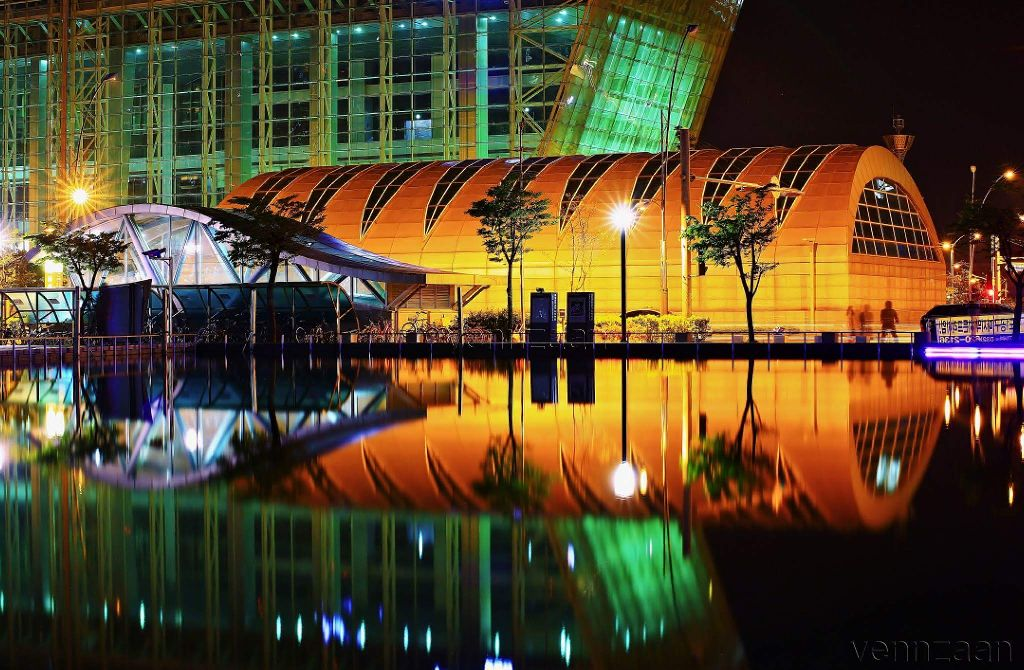 THE SONGDO #songdostation #incheon#southkorea #stractural #city #reflection